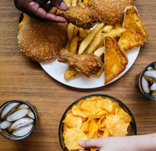 El impacto de la comida chatarra en el cuerpo humano